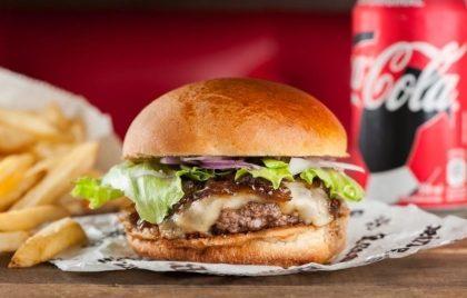 Combo Clássico: Burger + Batata rústica + Bebida não alcoólica por R$ 25,00