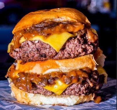 GANHE 1 Burger Garagem Clássico na compra de 1 Burger Megaragem