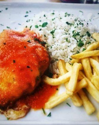 Jantar Completo: Filé à Parmegiana + Arroz + Fritas + Sobremesa por R$59,90!