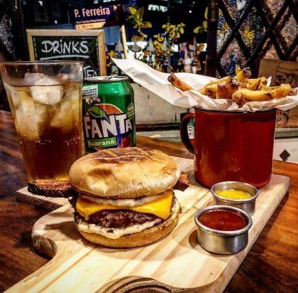 Combo: Qualquer Burger + Fritas + Fanta Guaraná por apenas R$ 33,00!