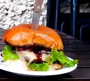 Combo: Burger + Batata + Fanta Guaraná por apenas R$ 15,90!