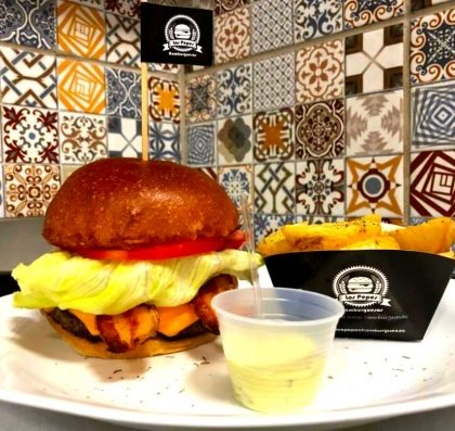 Combo: Qualquer Hambúrguer + Fritas + Fanta por R$ 30,00!