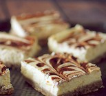 cinnamon-roll-protein-bars-main1