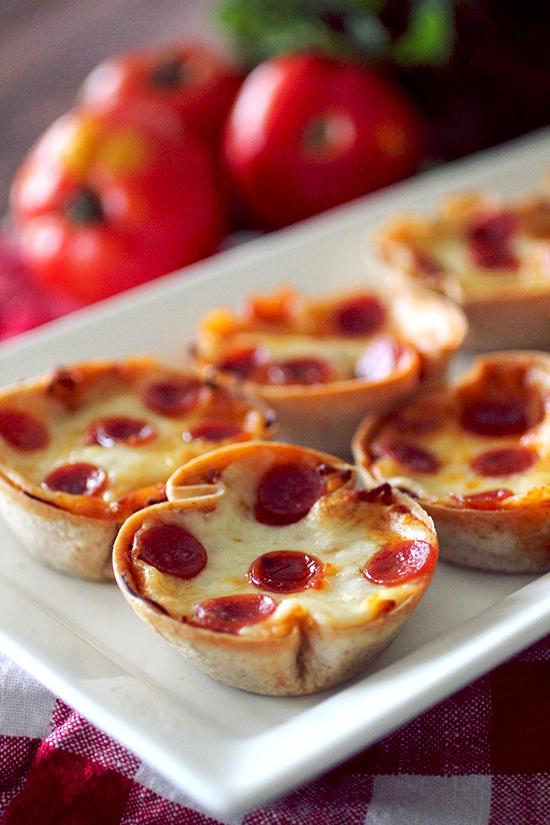 mini-deep-dish-pizzas-main1