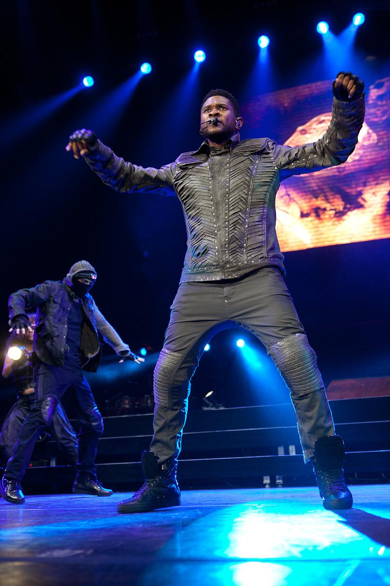 Usher @ Air Canada Centre