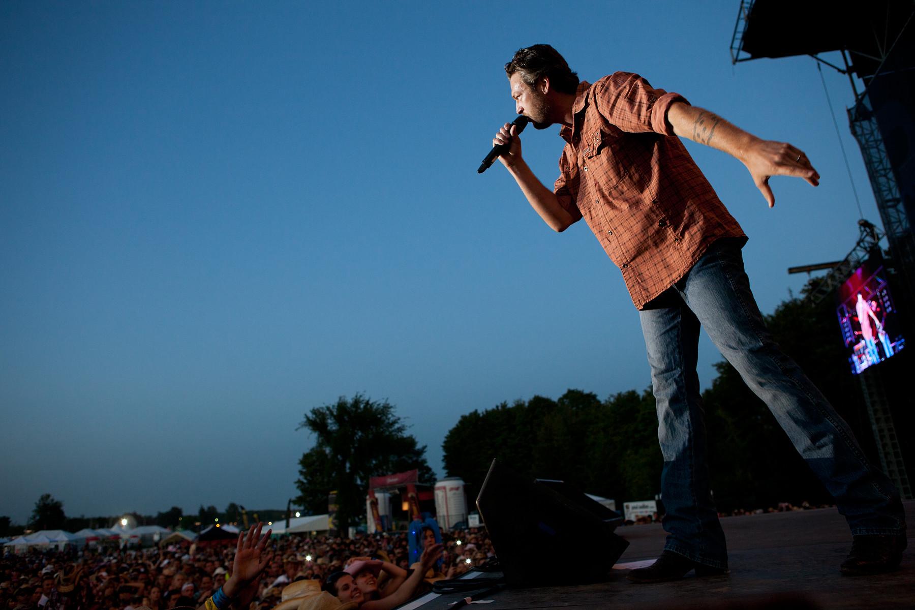 Blake Shelton @ CMT Music Festival 2011