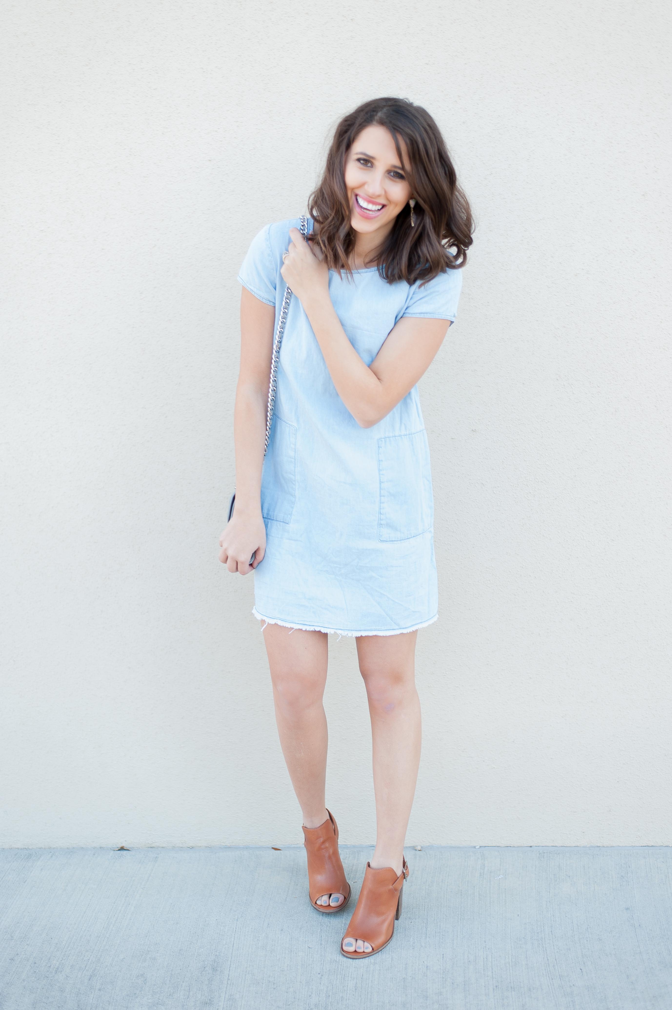 Dress Up Buttercup | Houston Fashion Blog - Dede Raad Chambray Shift Dress
