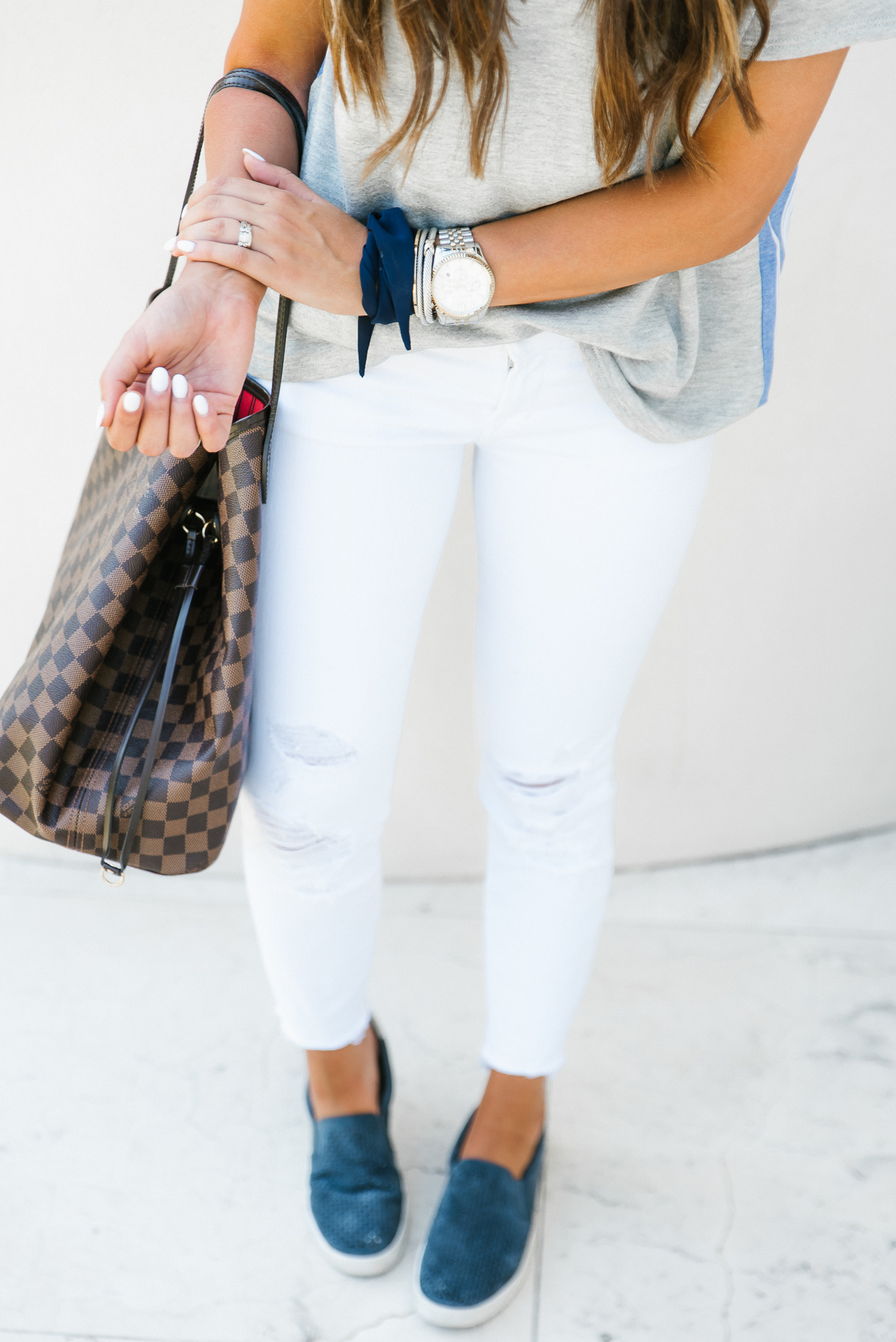 Dress Up Buttercup, Dede Raad, Houston Blogger, Fashion Blogger, Basic tshirt, stripe back t-shirt, tassel earrings, casual outfit, white jeans