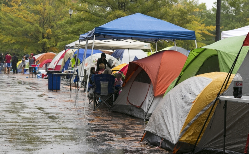 This year's graduate student campout for men's basketball season tickets occurred during Fall Break and was disrupted by rain Saturday. Despite the elements, approximately 1,600 students participated.