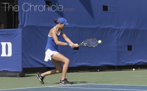 Freshman Meible Chi breezed past No. 13 Erin Routliffe 6-2, 6-3, to advance to the Round of 32.