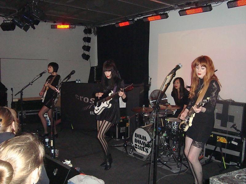 800pxdum_dum_girls_linz_2011