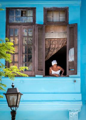 Nosy neighbour - Cuba