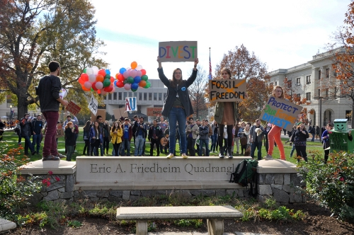 Week-long divestment push ends with rally on the quad