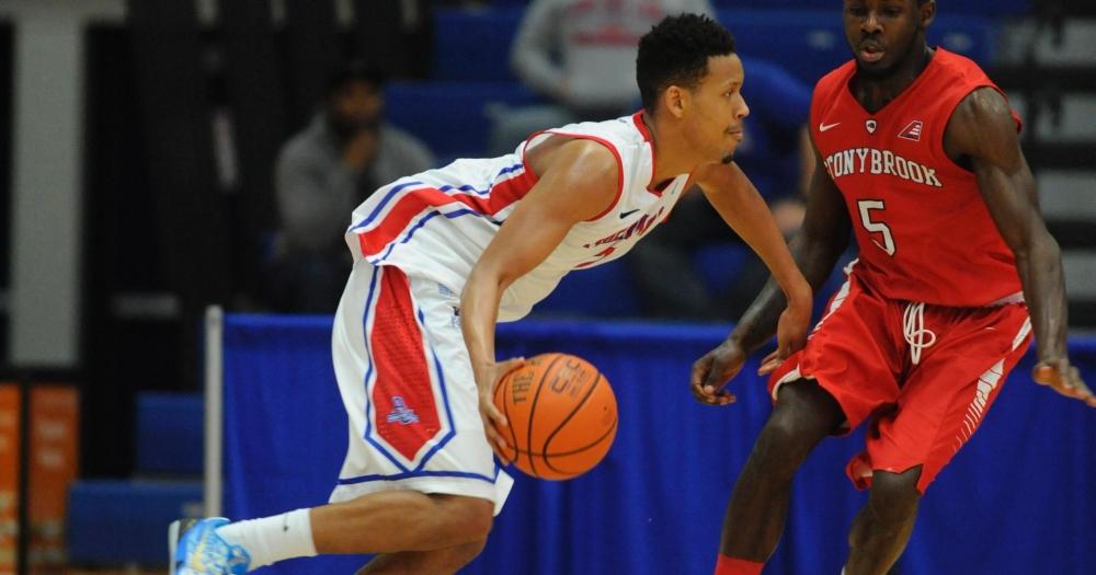 Men's basketball upsets Bucknell, extends win streak to five