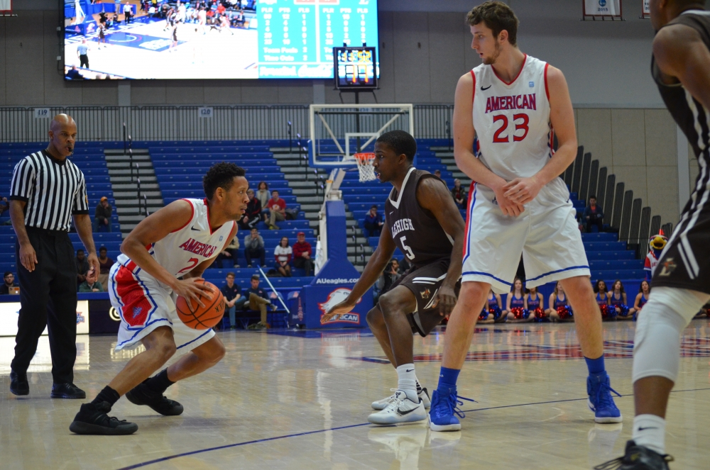 Men's basketball loses fifth straight, falls to Lehigh 70-55