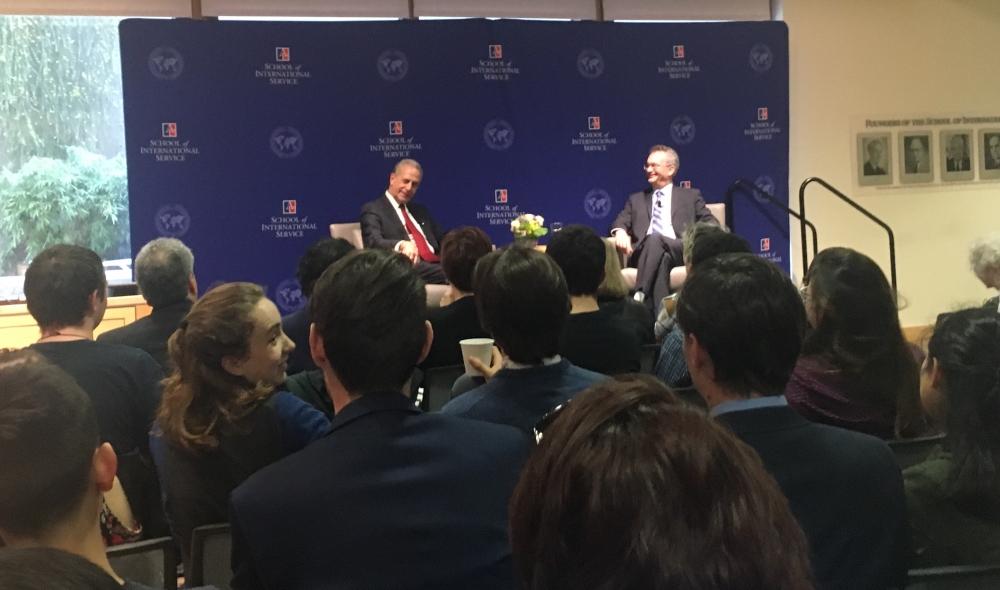 Senator Russ Feingold discusses government legitimacy at dean's discussion