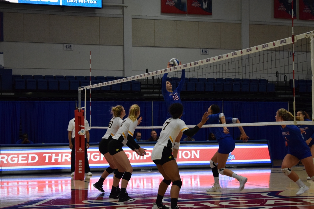 Women's volleyball cruises to three-set victory against GW