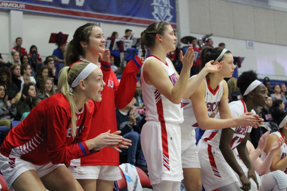 Women's basketball defeats George Mason with decisive offensive performance