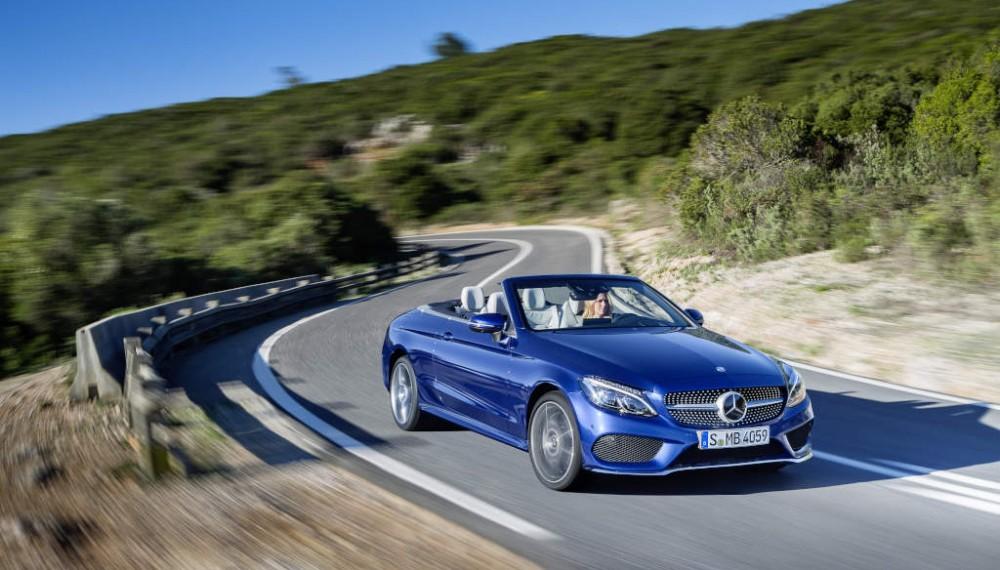 Mercedes-Benz C 400 4MATIC Cabriolet, exterior: brilliant blue, AMG Line; interior: crystal grey Fuel consumption (l/100 km) urban/ex urban/combined: 10.9/6.3/8.0 combined CO2 emissions: 181 g/km