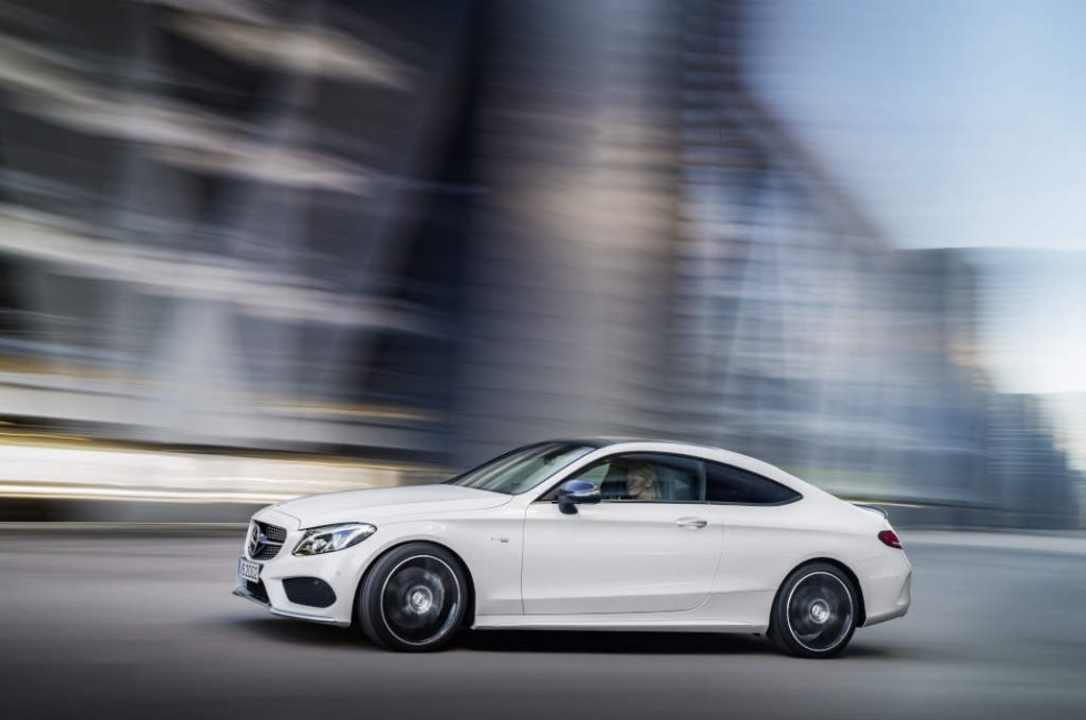 Mercedes-AMG C 43 Coupé, exterior: diamond white, Fuel consumption (l/100 km) urban/ex urban/combined: 10.6/6.2/7.8 combined CO2 emissions: 178 g/km