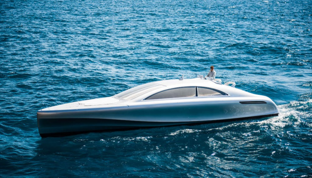 """World premiere on the Côte d'Azur: The luxury motor yacht """"Arrow460–Granturismo"""" designed by Mercedes-Benz Style has embarked on its maiden voyage off the coast of Nice."""