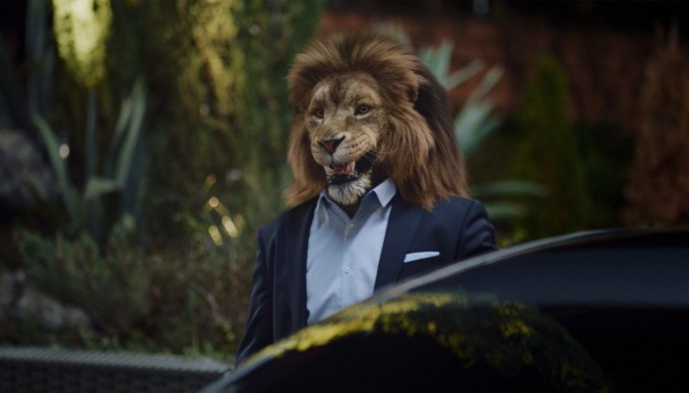 In the film about the new S-Class, a lion serves as a metaphor for an alpha animal from the world of business.