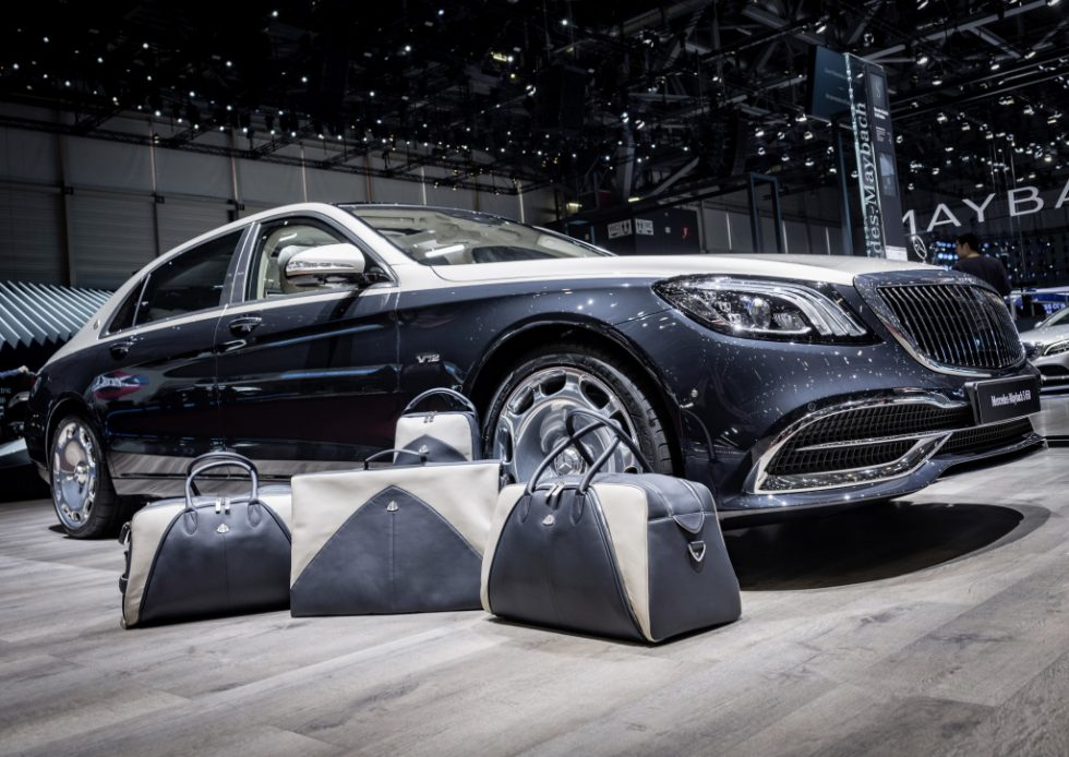 THE JAUNT I (Weekender), THE STREAMLINED I (Garment Carrier), THE HIDEAWAY I (Shoe Bag) in Deep Sea Blue-Silk Beige;S 650: Fuel consumption combined 12.7 l/100 km, CO2 emissions combined 289 g/km*