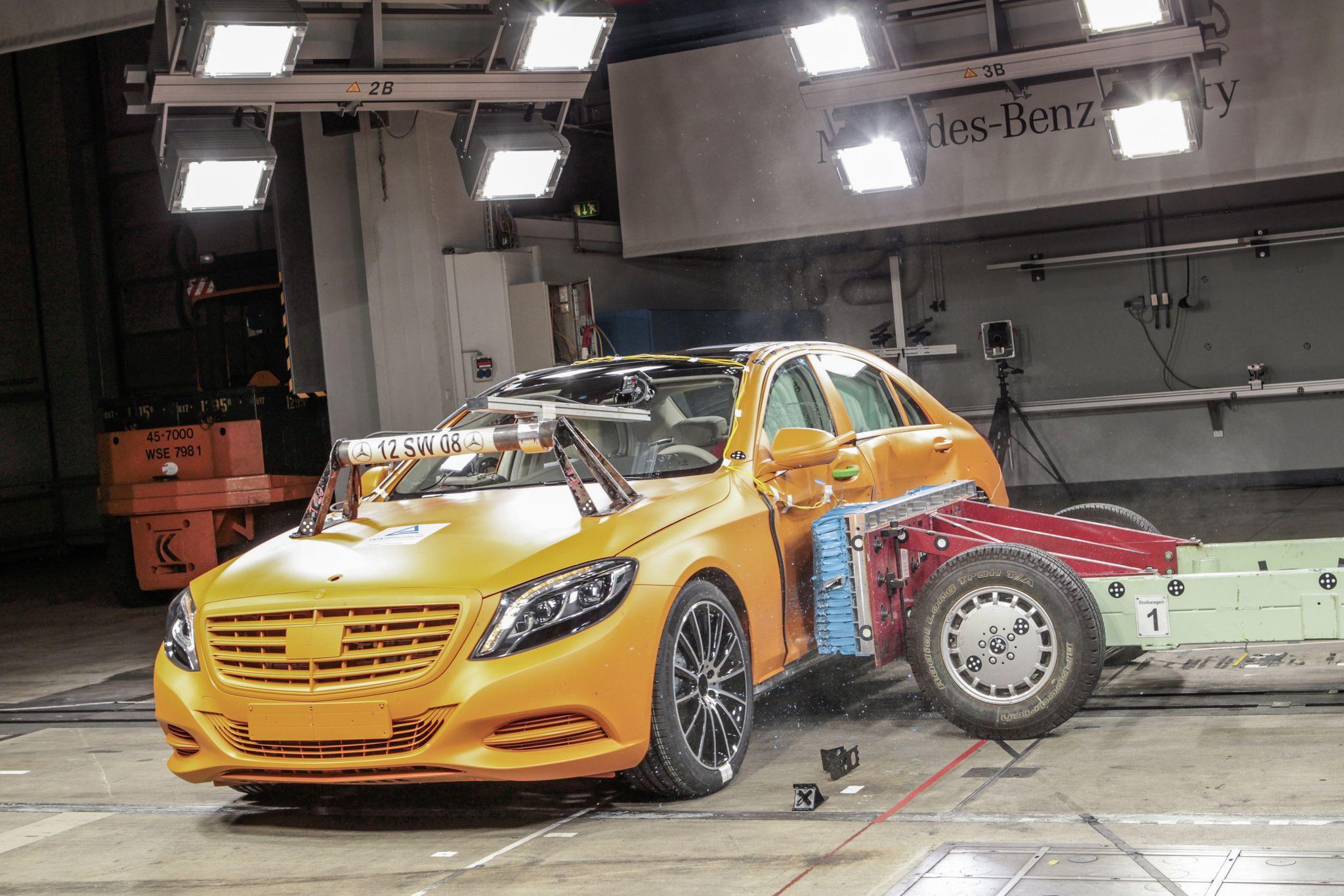 2014 Mercedes-Benz S-Class Crash Test