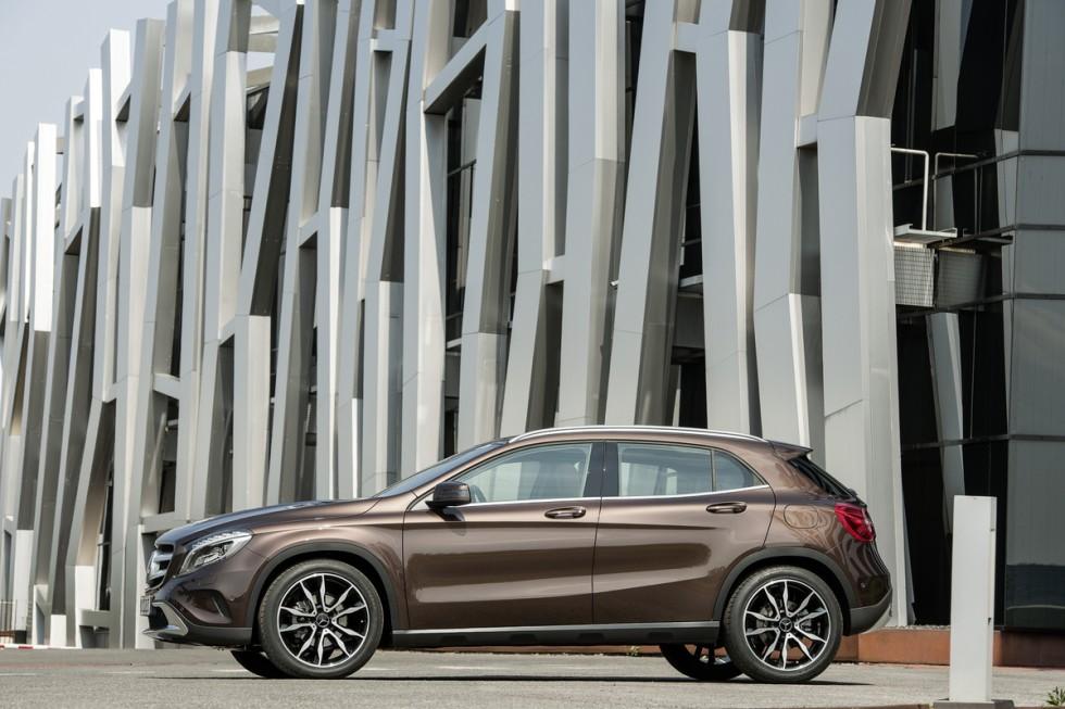 2015 Mercedes GLA Side View