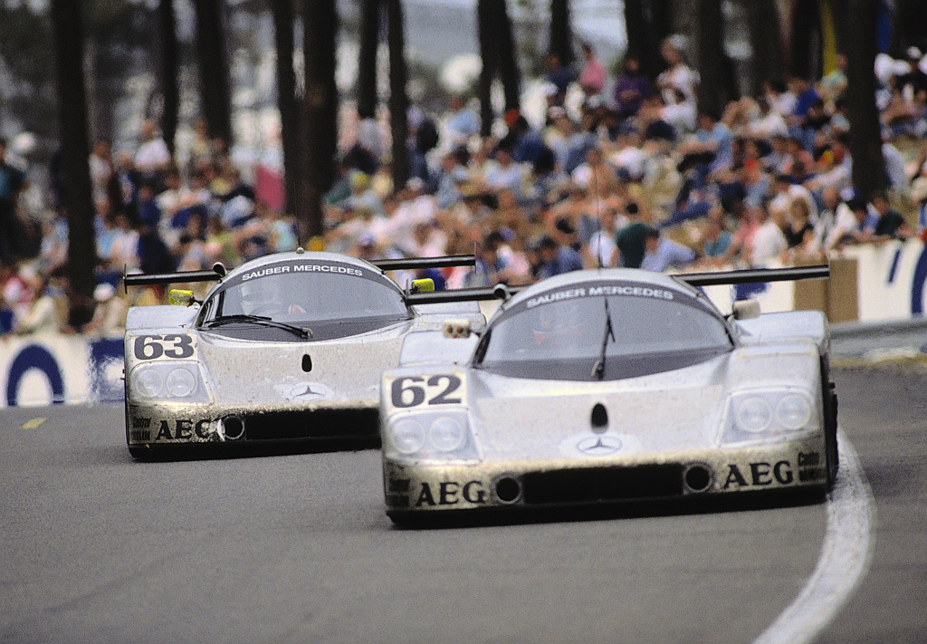 Sauber-Mercedes C 9 Group C racing car, Le Mans 24-hour race, 1989. With starting number 63, the winning vehicle of Jochen Mass/Manuel Reuter/Stanley Dickens. With starting number 62, the team of Jean-Louis Schlesser/Jean-Pierre Jabouille/Alain Cudini, which ended in fifth place. Photo from 1989.