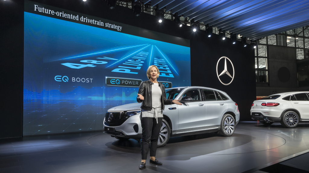 Mercedes-Benz USA, presented three further world premieres on the first press day of the NYIAS 2019: on display for the first time in the Big Apple were the new Mercedes-Benz GLS, the Mercedes-Benz GLC Coupé and the EQC Edition 18 86 (combined electrical consumption: 20.8 – 19.7 kWh/100 km; combined CO2 emissions: 0 g/km)i.;Mercedes-Benz GLC 300 4MATIC Coupé