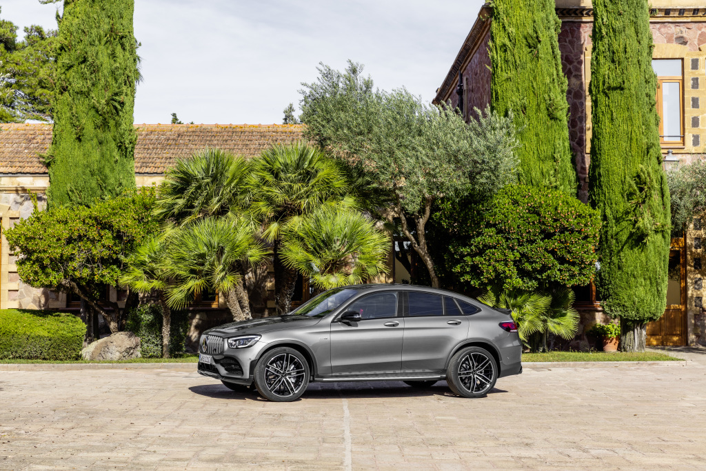 Mercedes-AMG GLC 43 4MATIC Coupé (2019);Fuel consumption combined: 10.5-10.2 l/100 km; Combined CO2 emissions: 240-232 g/km*