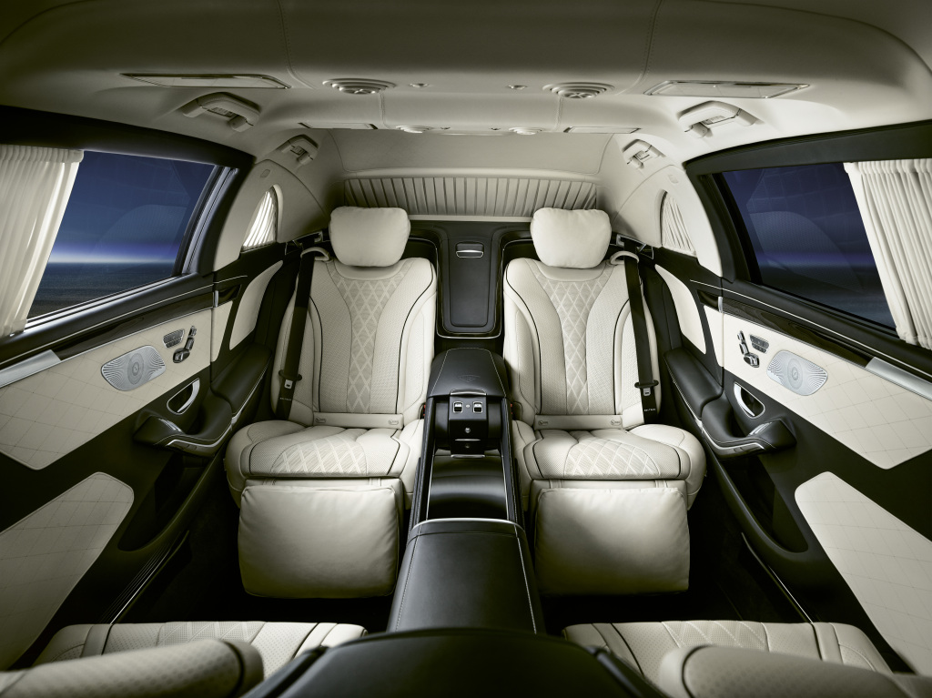 Mercedes-Maybach S 650 Pullman Guard, interior;combined fuel consumption 20.6 l/100 km, combined CO2 emissions 473 g/km*