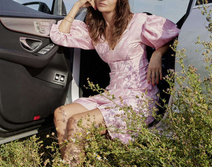 Copenhagen Fashion Week SS21 - Mercedes-Benz partners with supermodel Helena Christensen to demonstrate the responsible side of luxury fashion brands; photo credit: Olivia Frølich for Mercedes-Benz; Imagery usage Daimler AG limited until August 2021; Mercedes-Benz EQC 400 4MATIC (combined power consumption: 21.3-20.2 kWh/100 km, combined CO2 emissions: 0 g/km)* *Power consumption and range were determined on the basis of Directive 692/2008/EC. Power consumption and range depend on the vehicle configuration.