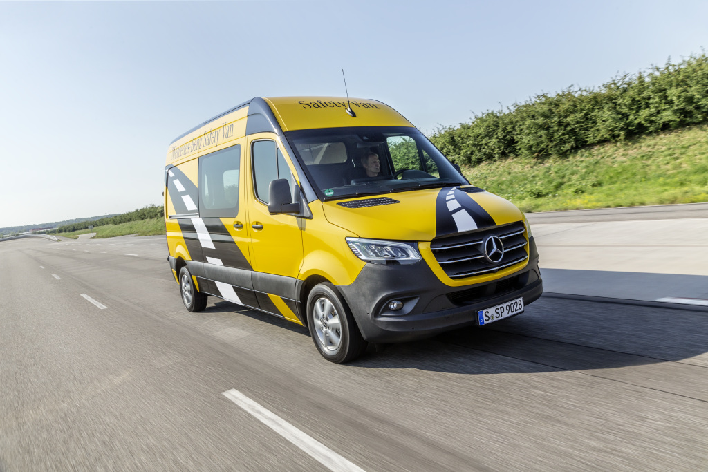 Mercedes-Benz Sprinter 314 CDI, Safety Van, Panel Van, Exterior, yellowstone, OM 651 DE 22 LA with 105 kW (143 PS), 6-gear manuel transmission, combined fuel consumption: 7.9-7.7 l/100 km, combined CO2 emissions: 207-201 g/km), distance control system DISTRONIC, Active Brake Assist, Active Lane Keeping Assist, Attention Assist, Parking Assist, Crosswind Assist, Blind Spot Assist, Traffic Sign Assist.