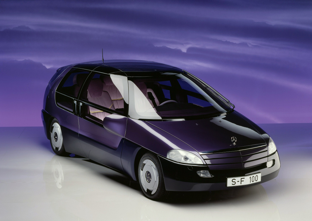 Mercedes-Benz F 100 presented to the public in January 1991 at the North American International Auto Show (NAIAS) in Detroit, USA. The research vehicle featured numerous innovations. Shown here as examples: the windscreen wiper moving across the entire windscreen to clear it almost entirely. (Photo signature in the Mercedes-Benz archive: B90F1873)