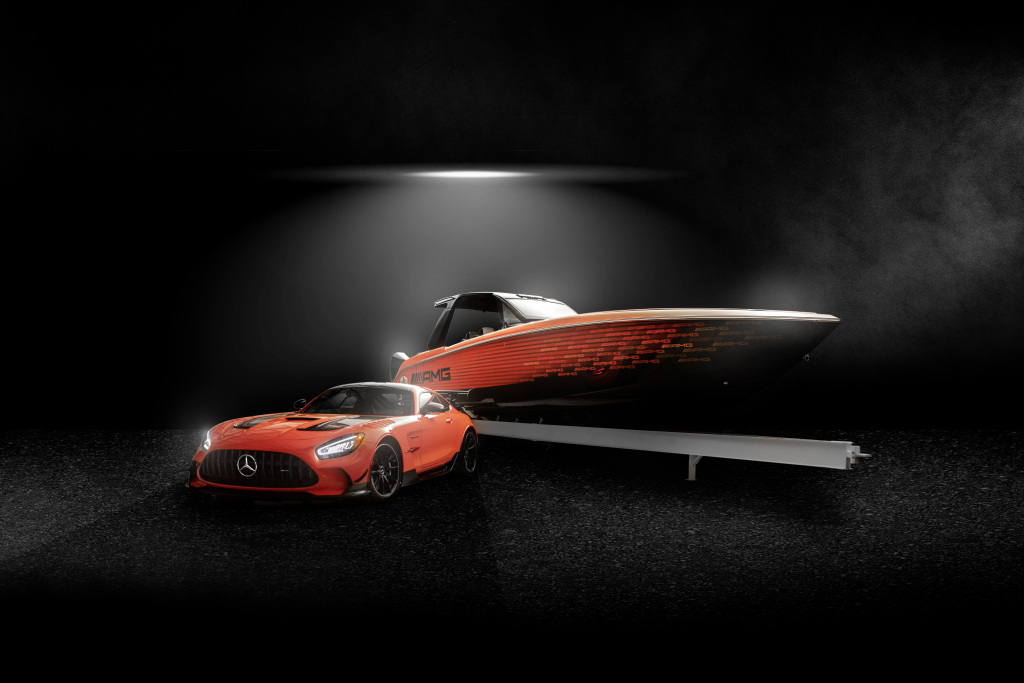 Highly exclusive 13th special edition boat from Mercedes-AMG and Cigarette Racing celebrates world debut, Mercedes-AMG and Cigarette Racing present the all-new Cigarette 41' Nighthawk AMG Black Series special edition boat inspired by the Mercedes-AMG GT Black Series (fuel consumption combined: 12.8 l/100 km; CO2 emissions combined: 292 g/km)