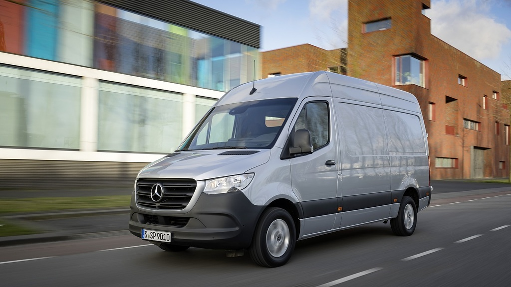 Attractive drive upgrade for the successful Van: Mercedes-Benz Sprinter with the four-cylinder diesel generation of the OM 654 engine family is available