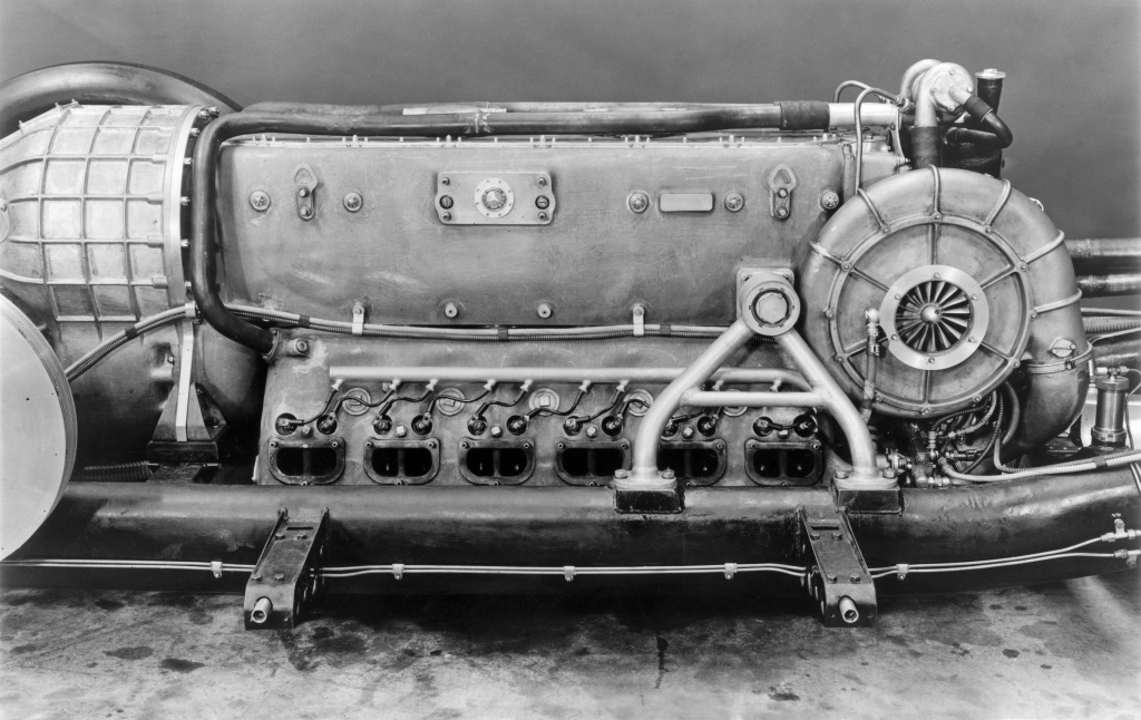 Mercedes-Benz T 80 world record project vehicle, view of the DB 603 RS aircraft engine installed in the chassis. Photo from 1939.