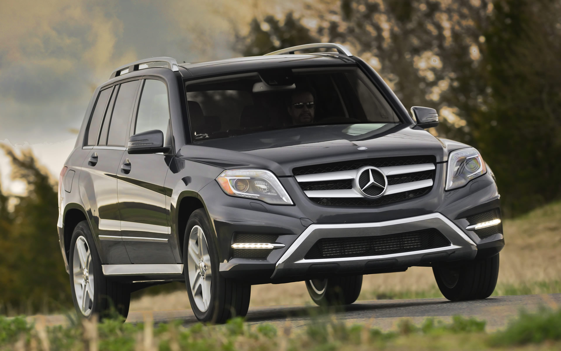 what s driving record sales for mercedes benz usa emercedesbenz. Black Bedroom Furniture Sets. Home Design Ideas