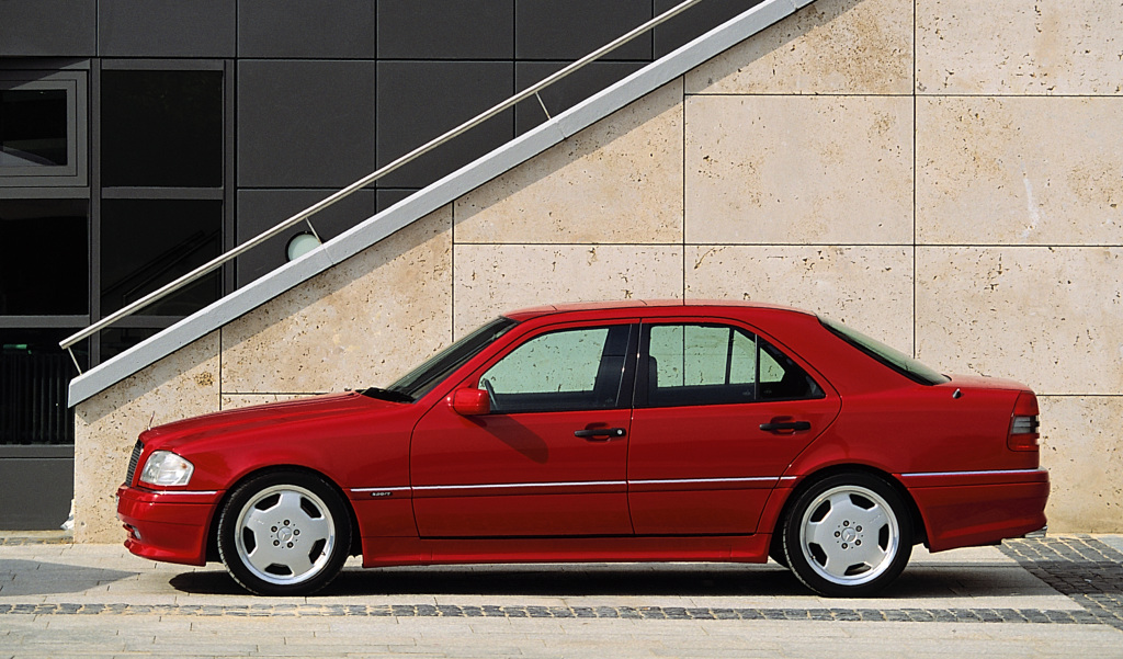 Mercedes-Benz C 36 AMG from model series 202, production period 1993 to 1997. Exterior shot of the driver's side. Photo from 1993.