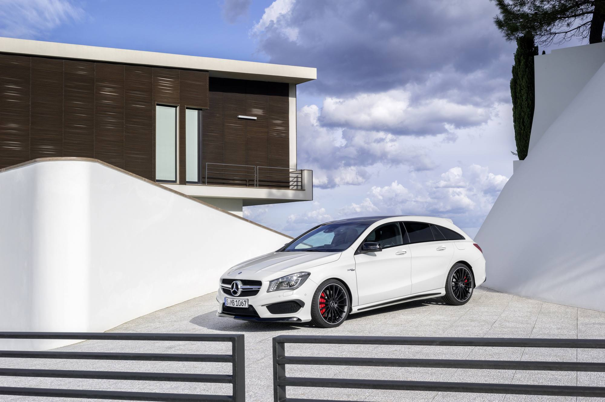 cla 45 amg shooting brake photo gallery emercedesbenz. Black Bedroom Furniture Sets. Home Design Ideas