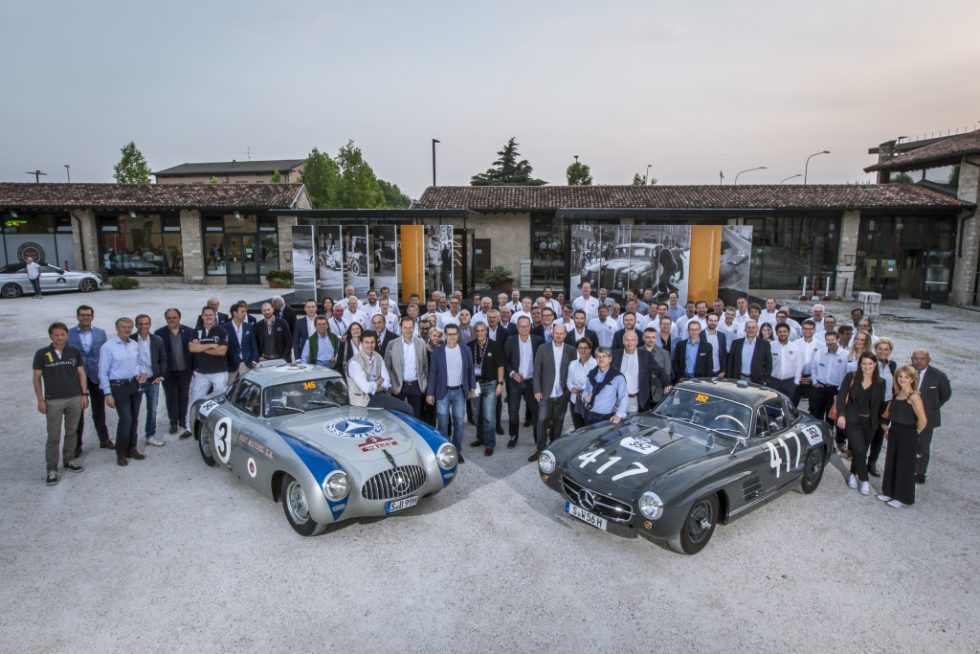 """Mille Miglia 2017: The Mercedes-Benz Classic team with a Mercedes-Benz 300 SL racing sports car (W 194, left) and a 300 SL """"Gullwing"""" Coupé (W 198), 17 May 2017."""