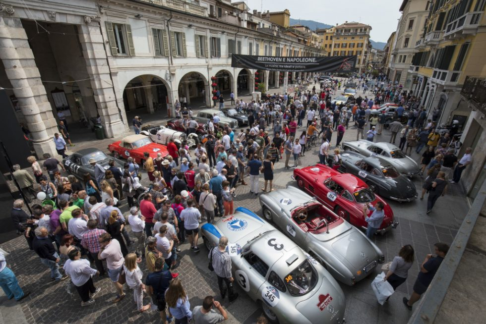 """Mille Miglia 2017: Mercedes-Benz Classic cars. Left to right: 300 SL racing sports car (W 194), 190 SL (W 121), 300 SL """"Gullwing"""" Coupés (W 198). Stage from Brescia to Padua, 18 May 2017."""