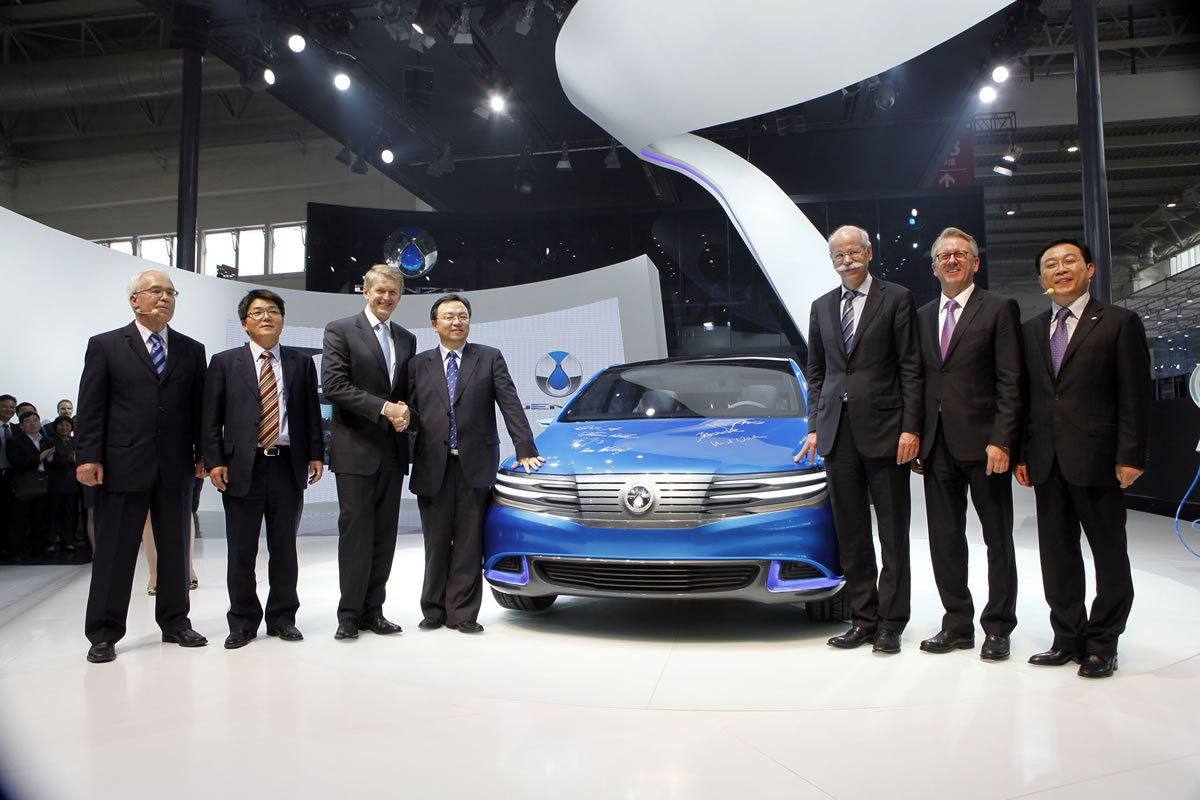 DENZA unveils show car of its new all-electric vehicle at Auto China 2012 in Beijing. (from left to right) Arno Röhringer, Chief Operating Officer of BDNT, Jason Wu, Member of the Board of Directors of BDNT, Prof. Dr. Thomas Weber, Member of the Board of Management of Daimler AG, responsible for Group Research & Mercedes-Benz Cars Development, Wang Chuanfu, Chairman and President of BYD and Member of the Board of Directors of BDNT, Dr. Dieter Zetsche, Chairman of the Board of Management of Daimler AG and Head of Mercedes-Benz Cars, Ulrich Walker, Chairman & CEO of Daimler Northeast Asia and Chairman of the Board of Directors of BDNT, Lian Yubo, Member of the Board of Directors of BDNT.