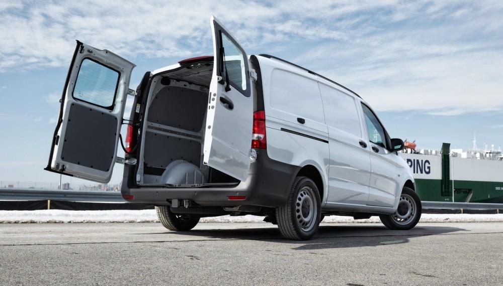 Mercedes-Benz Metris Van - Not Too Big, Not Too Small