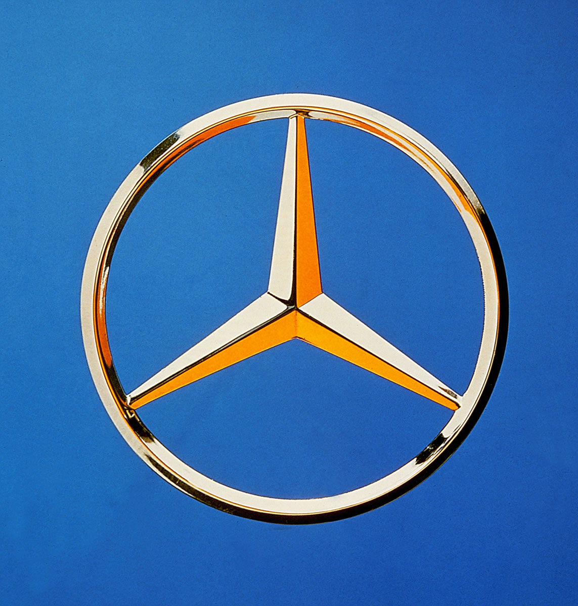 Mercedes Benz Symbol >> The True Story Behind The Mercedes Benz Three Pointed Star