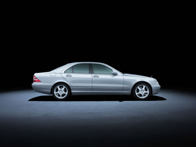 Mercedes-Benz S-Class 220 series (1998 to 2005). The S 400 CDI model in the photo dates from 2002