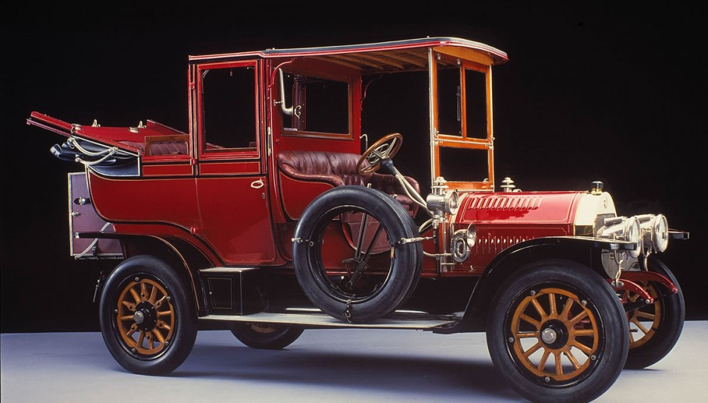 Combining the benefits of closed and open-top driving: 24/40 hp Benz landaulet from 1906