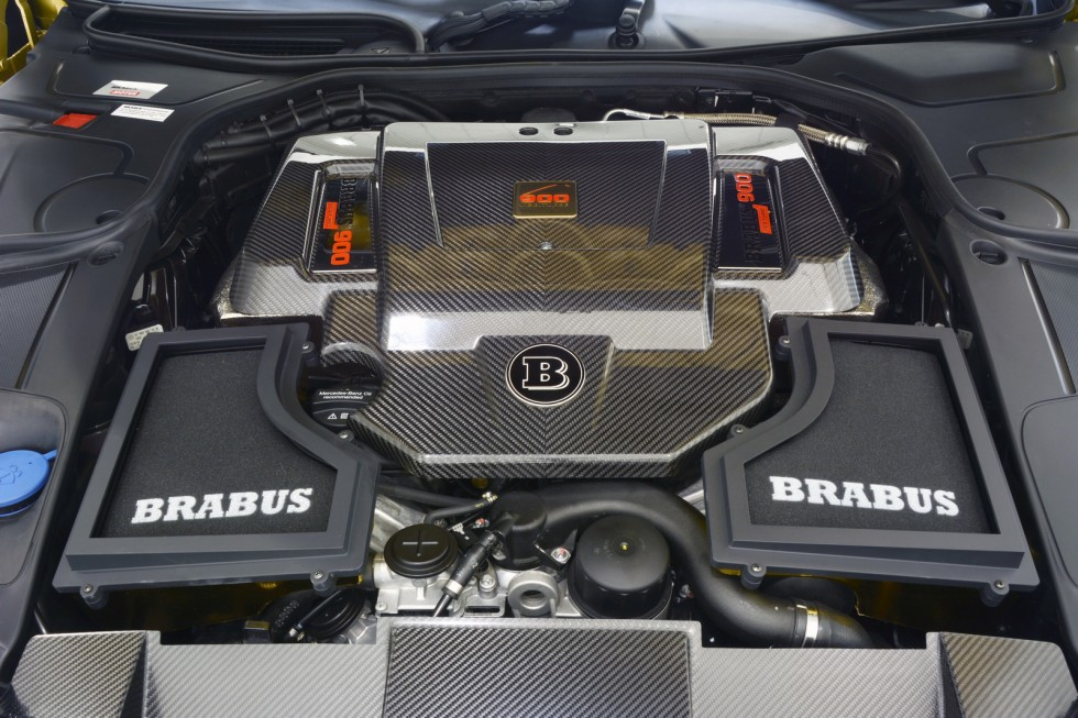 V12 Engine with 662 kW / 900 HP